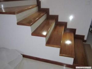 Escalera HºAº peldaños en Madera